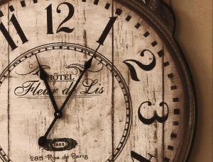 Clock fleur de lis