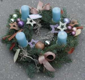 Advent wreath with light blue candles and silver decoration